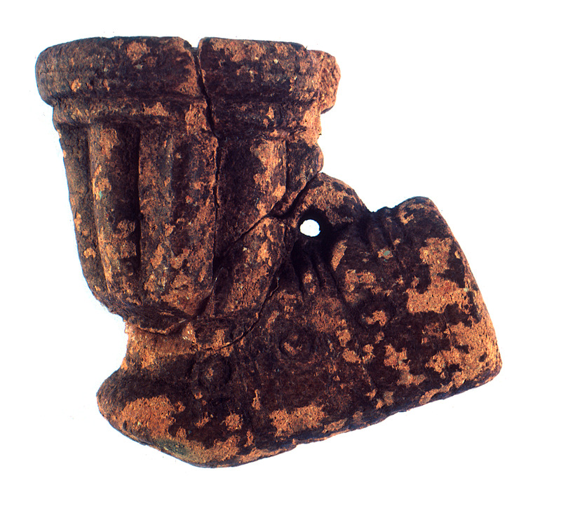 This photograph shows a clay pipe found on the pelvic area of a skeleton. This pipe likely originated from the Voltaic region and probably came to Barbados via the Atlantic slave trade. See image Newton001.