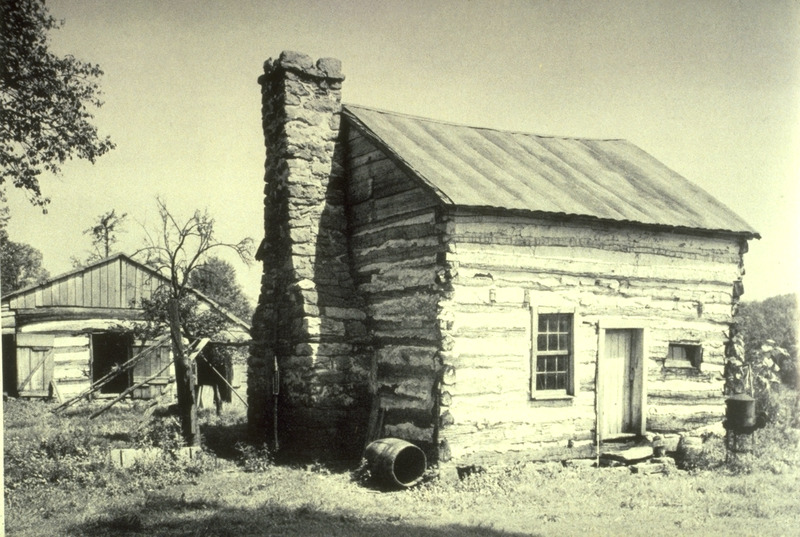 Photograph of single-pen log cabin.
